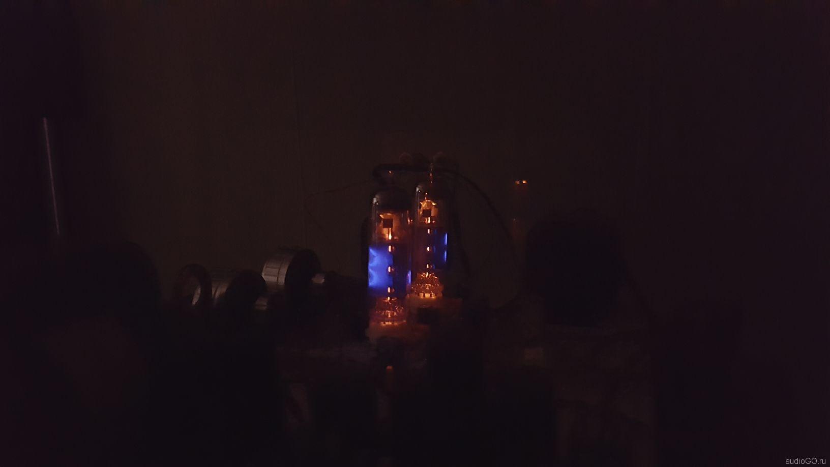 голубое свечение радиоламп